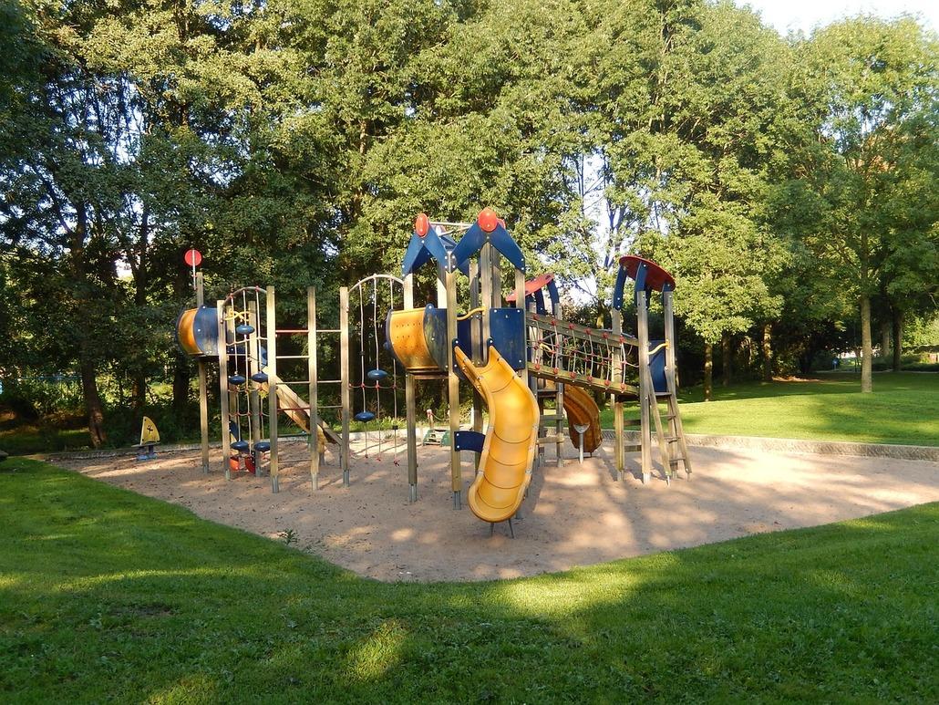 childrens-playground-1213772_1280